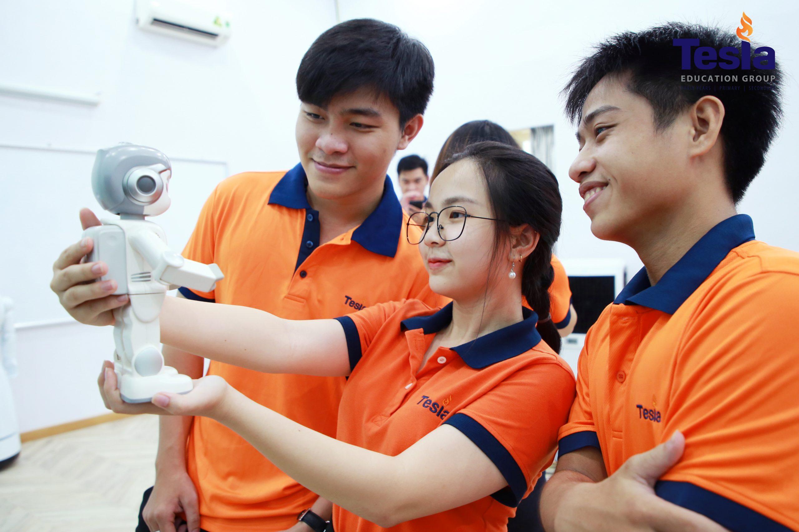 Tesla Workshop | Students Experience AI – Robotics