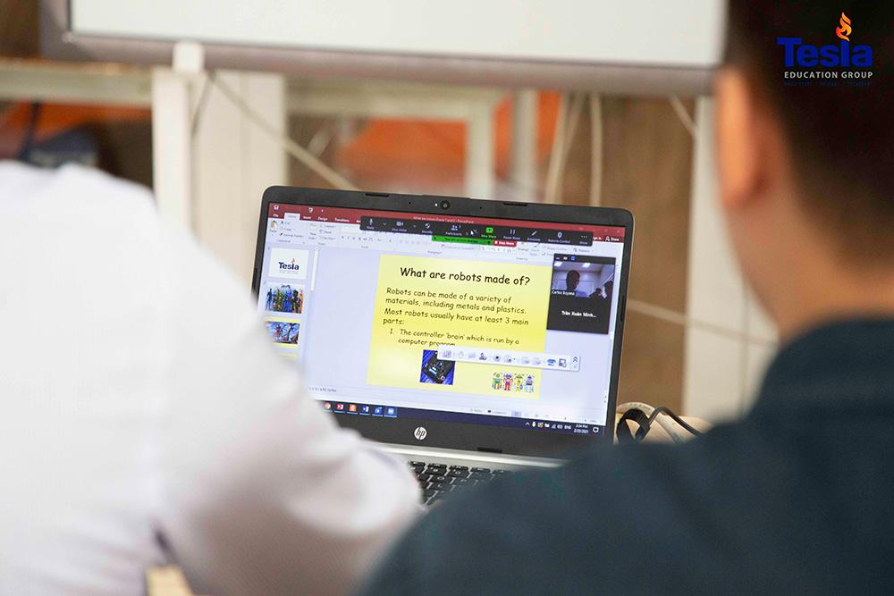giáo dục trực tuyến trường Tesla